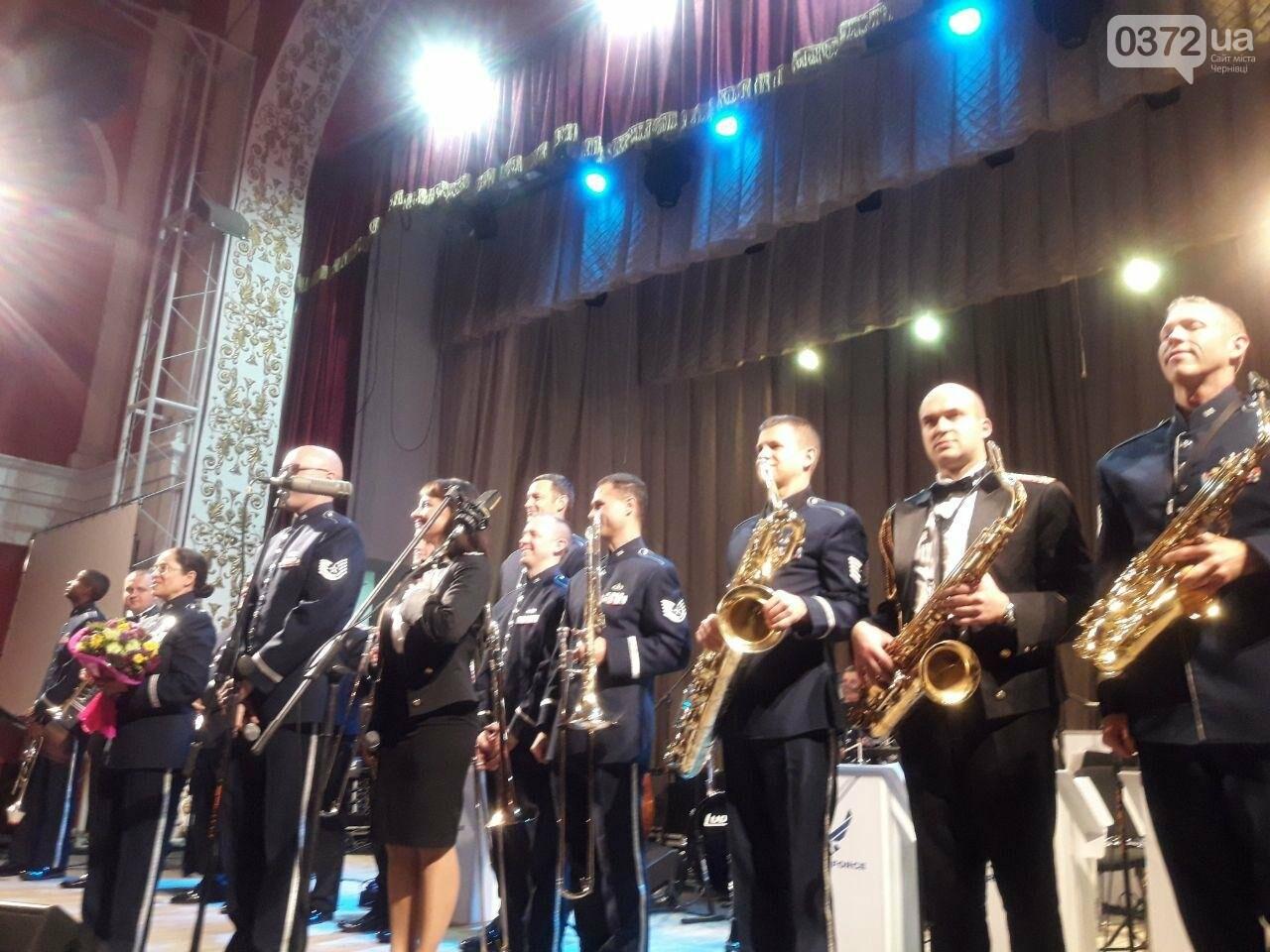 Американський оркестр виступив у філармонії в Чернівцях - ФОТО, фото-3