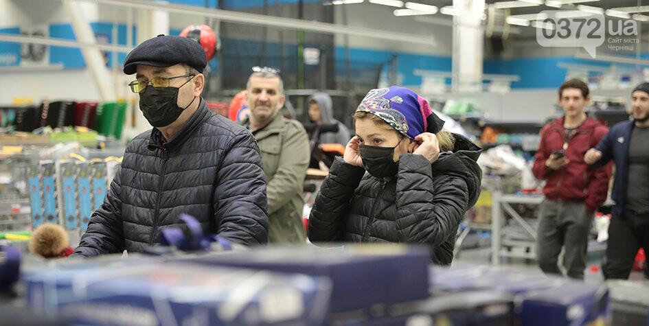 """На Буковині у районі """"червоної"""" зони не припинятимуть роботу ТРЦ та громадського транспорту, фото-1"""
