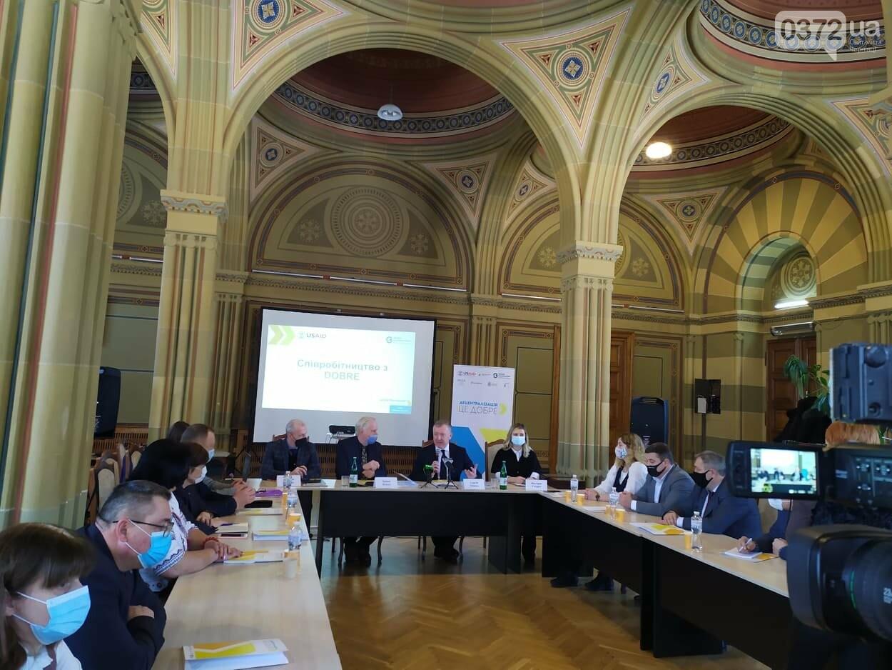 У Чернівцях уклали меморандум про співпрацю в рамках програми DOBRE (ФОТОРЕПОРТАЖ), фото-4, фото 0372.ua