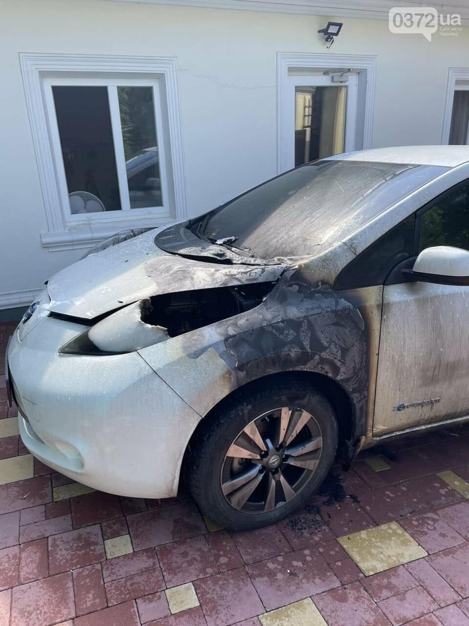 автомобіль Nissan після пожежі