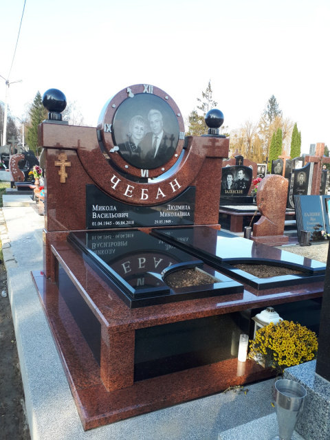 Подвійні пам'ятники у Чернівцях