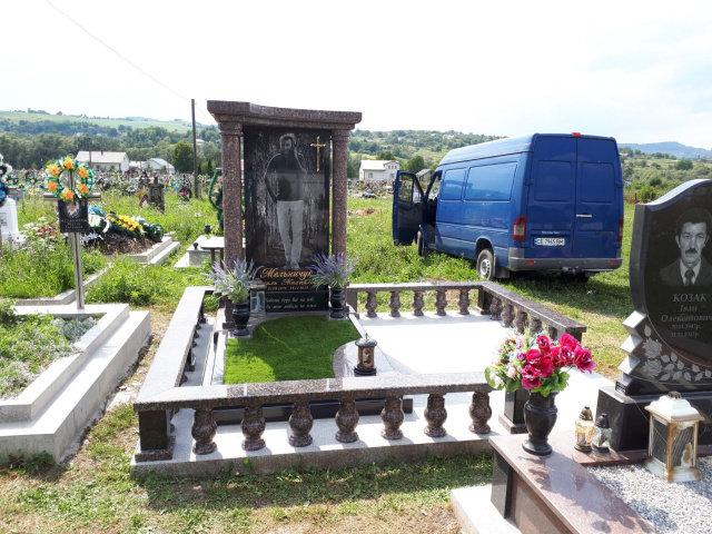 Одинарні пам'ятники у Чернівцях, Віп граніт