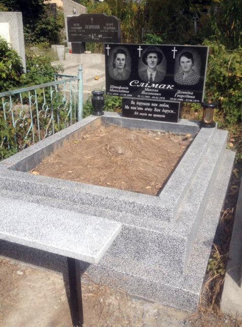 потрійні пам'ятники у Чернівцях, Віп граніт