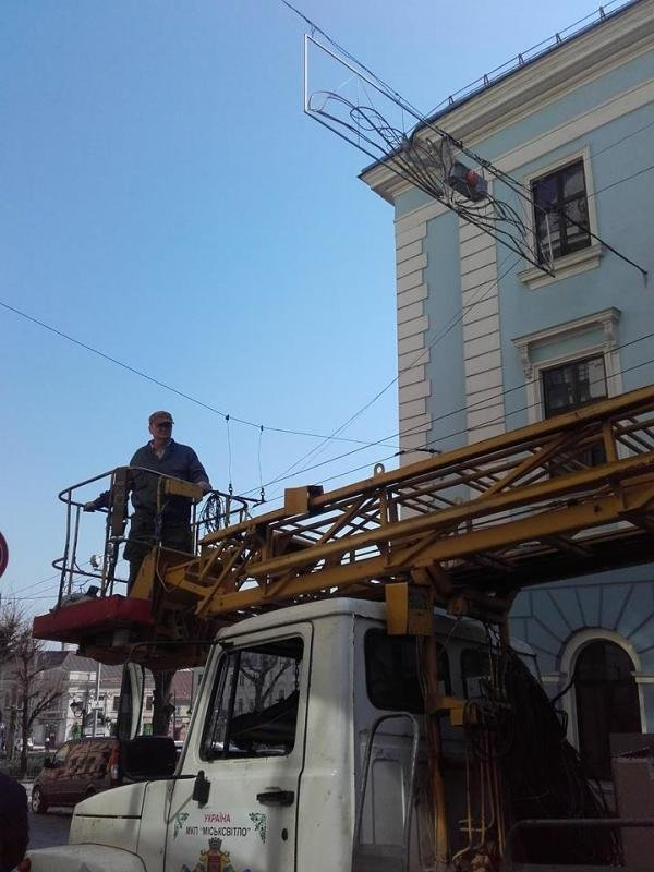 У центрі Чернівців облаштували новий світлофор (ФОТО), фото-1