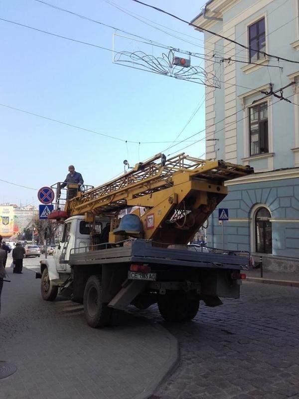 У центрі Чернівців облаштували новий світлофор (ФОТО), фото-2