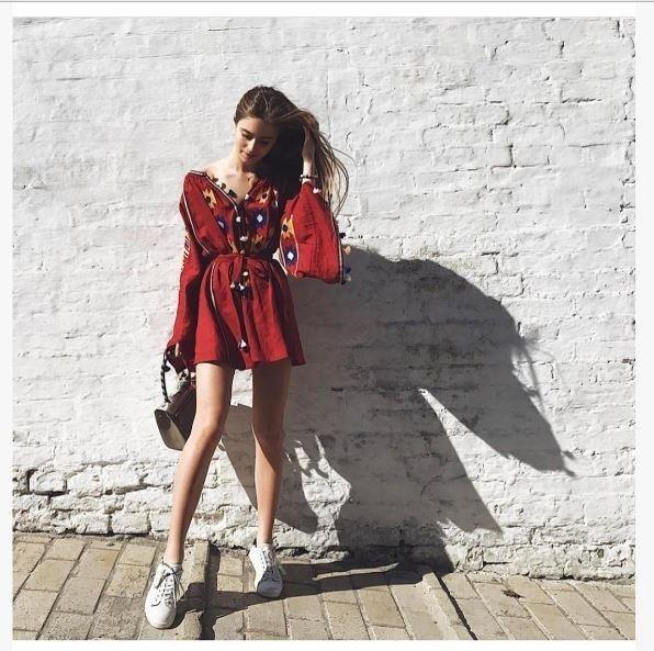 Онука буковинської співачки Софії Ротару вразила всіх сукнею з орнаментом, фото-1