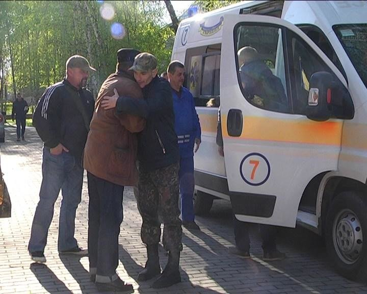 У Чернівці до шпиталю привезли буковинця, який отримав поранення у зоні АТО (ФОТО+ВІДЕО), фото-1