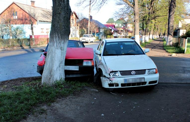 На Буковині сталася ДТП за участі двох автомобілів, фото-1