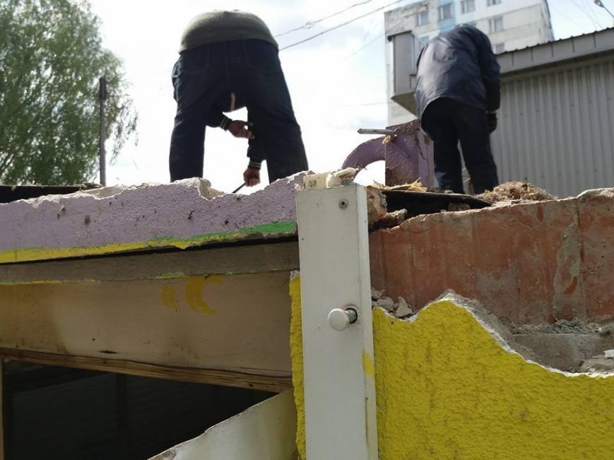 У Чернівцях інспекція з благоустрою продовжує демонтаж  , фото-2