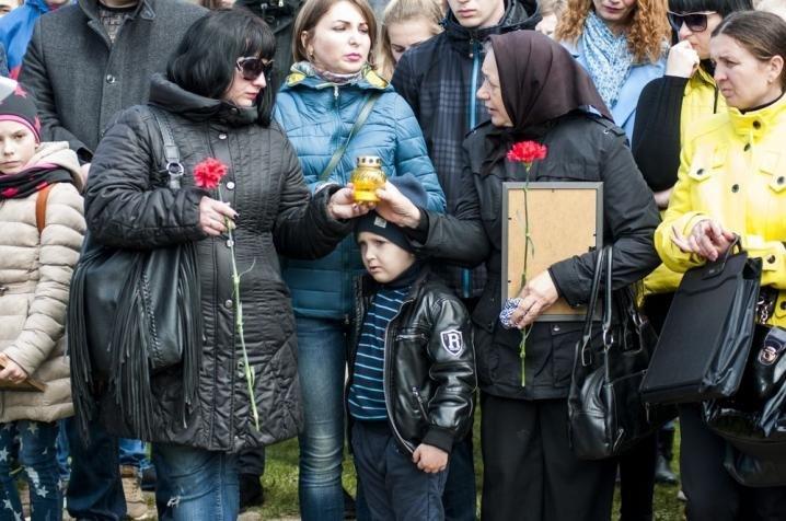 У Чернівцях висадили нові червоні дубки в пам'ять про загиблих воїнів (ФОТО), фото-2