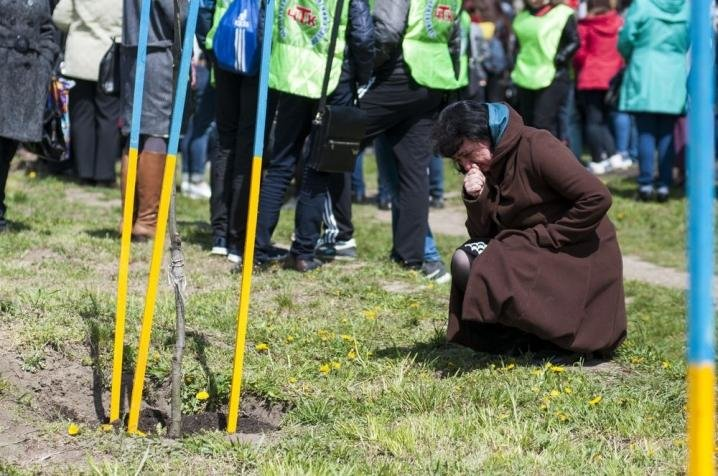 У Чернівцях висадили нові червоні дубки в пам'ять про загиблих воїнів (ФОТО), фото-3