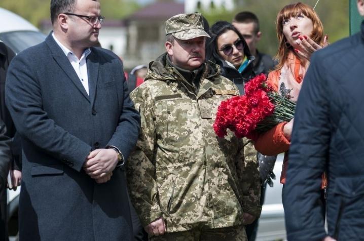 У Чернівцях висадили нові червоні дубки в пам'ять про загиблих воїнів (ФОТО), фото-4