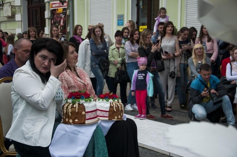 Чернівчан одружили просто неба на вулиці Кобилянської (фото), фото-5