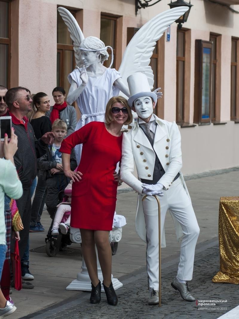 Чернівчан одружили просто неба на вулиці Кобилянської (фото), фото-9