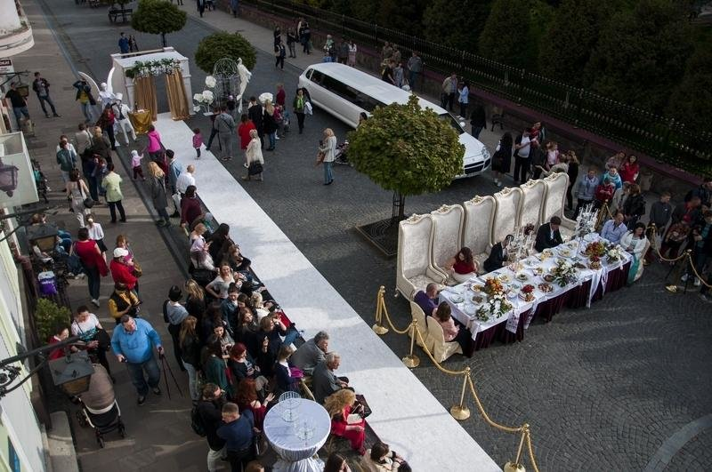 Чернівчан одружили просто неба на вулиці Кобилянської (фото), фото-4