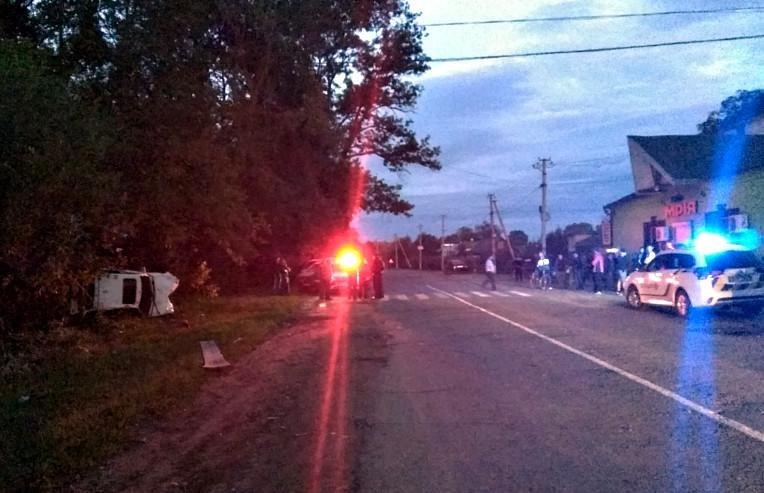 На Буковині автівка вилетіла з дороги: загинув 16-річний юнак (фото), фото-1