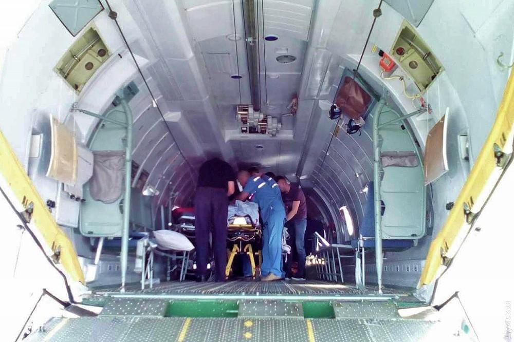 Літак сьогодні доставив до Одеси гонщика, який отримав травми на ралі в Чернівецькій області, фото-2