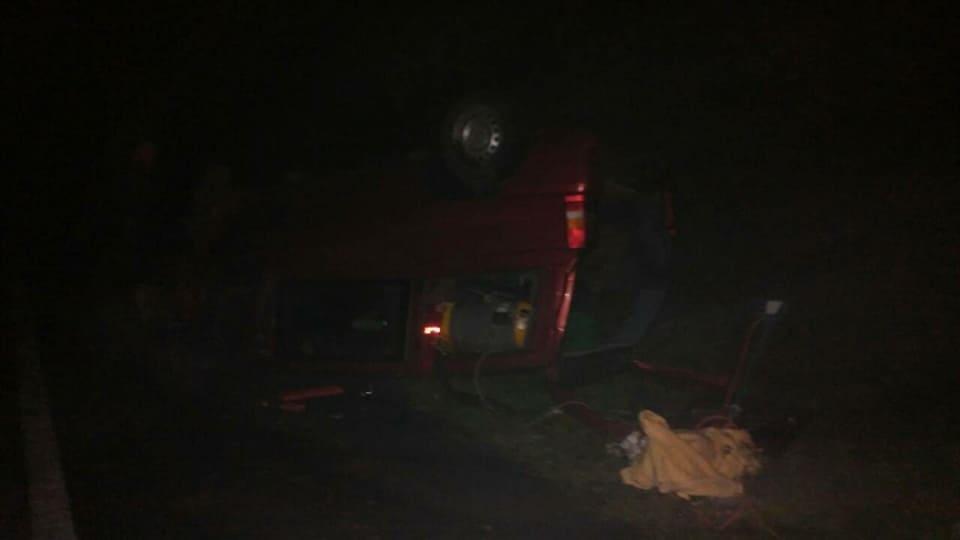 Водій мікроавтобуса з Чернівців не справився з керуванням і перекинув «бус» на дах (фото), фото-2