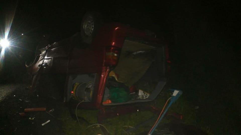 Водій мікроавтобуса з Чернівців не справився з керуванням і перекинув «бус» на дах (фото), фото-3