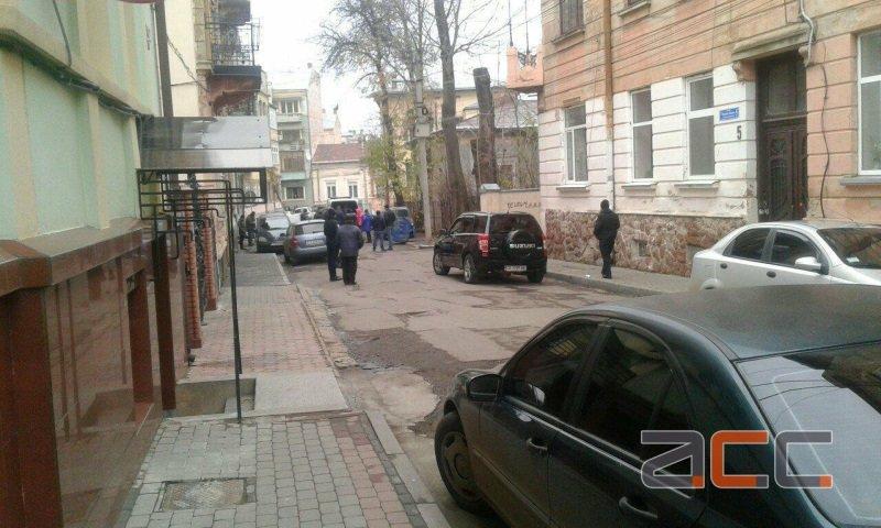 У Чернівцях на вулиці Вавілова працюють вибухотехніки (фото), фото-2