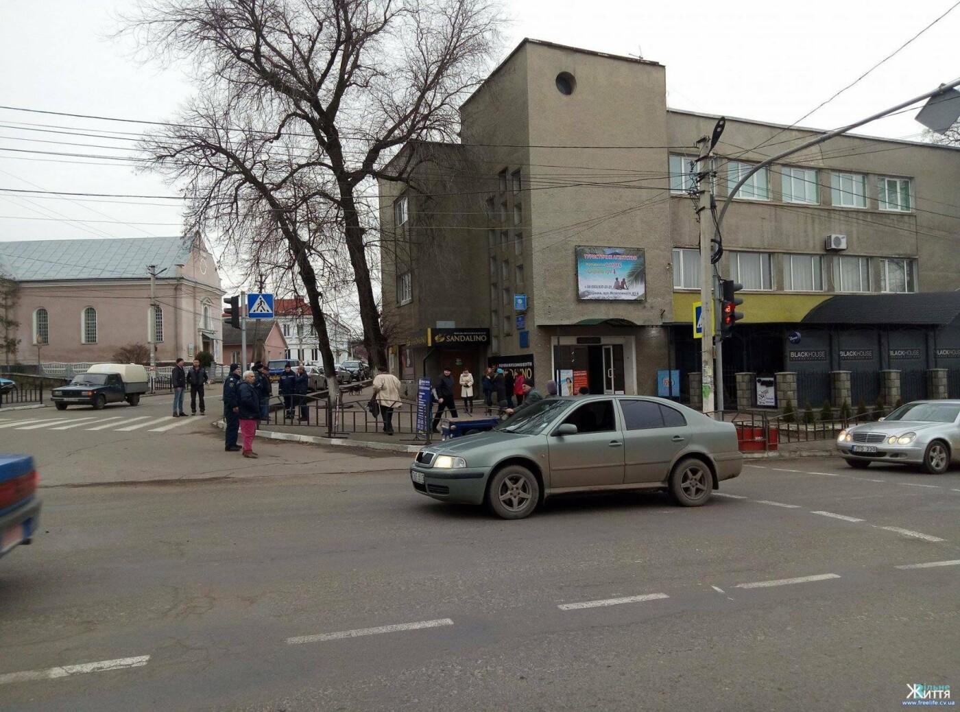 На Буковині на пішохідному переході авто збило школярку, фото-2