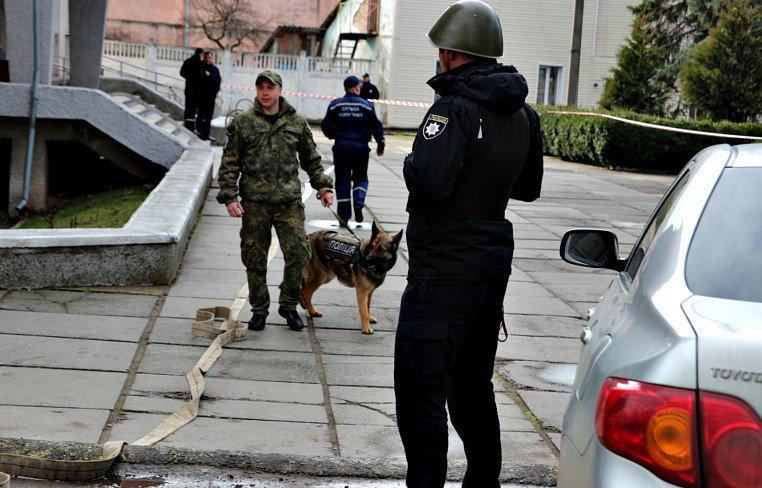 """На Буковині """"розміновували"""" Сторожинецьку райдержадміністрацію, фото-2"""