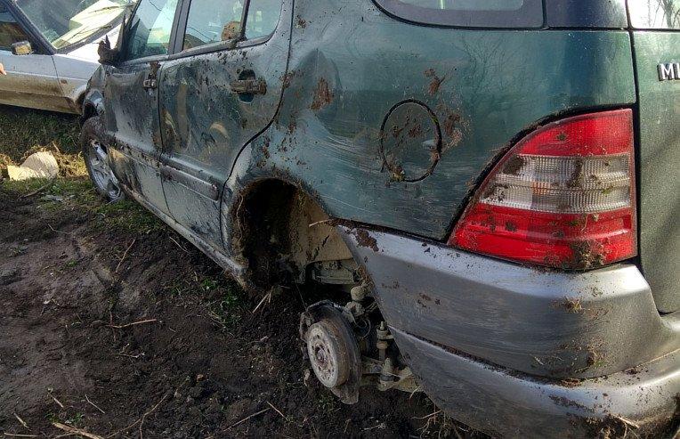 ДТП на Буковині за участі трьох авто: водії зіткнулися, обганяючи одне одного (Фото), фото-1