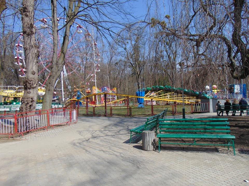 У Центральному парку Чернівців запрацювали атракціони (фото), фото-3