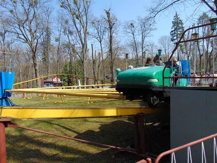 У Центральному парку Чернівців запрацювали атракціони (фото), фото-1