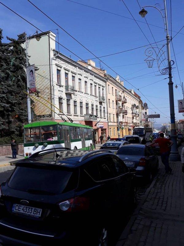 ДТП у центрі Чернівців: на вулиці Головній утворився великий затор, фото-1