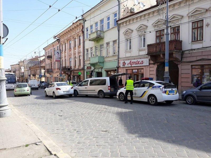 ДТП у центрі Чернівців: на вулиці Головній утворився великий затор, фото-3