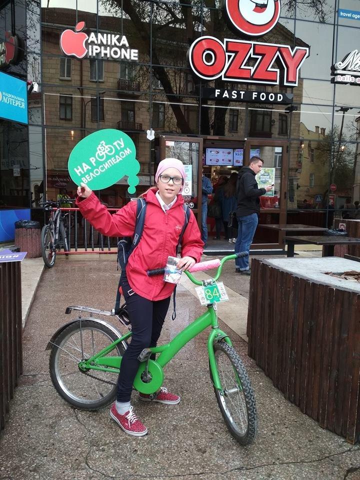 Сьогодні чернівчан, які їздять на велосипедах, пригощали кавою (Фото), фото-1