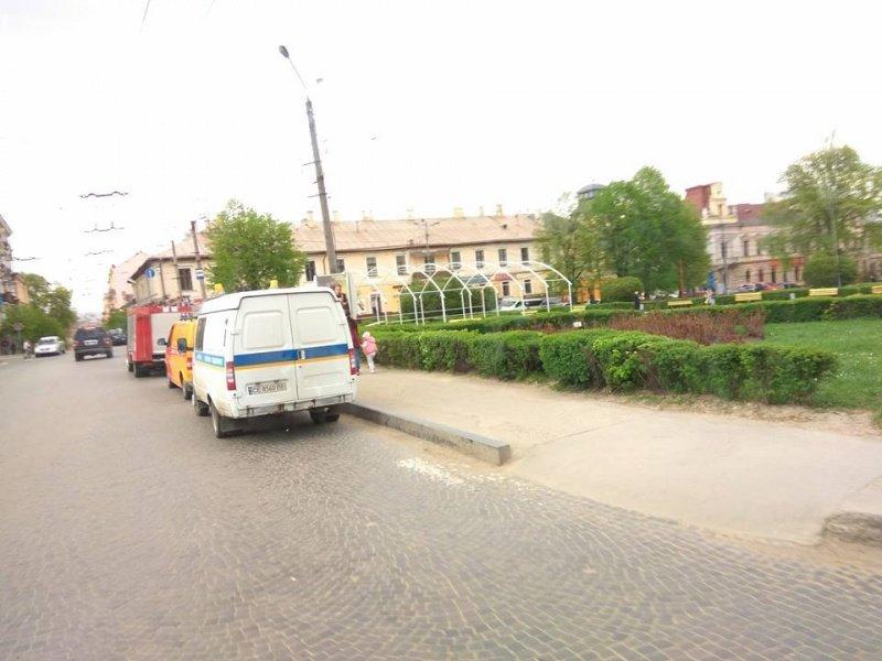 У Чернівцях аварійні служби шукали вибухівку (фото), фото-2