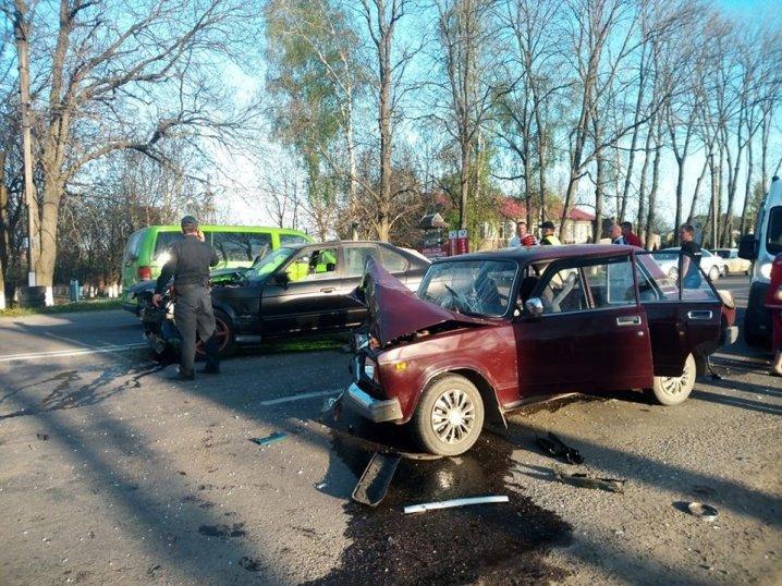 На Буковині зіткнулися BMW і «Жигулі» (фото, відео), фото-3