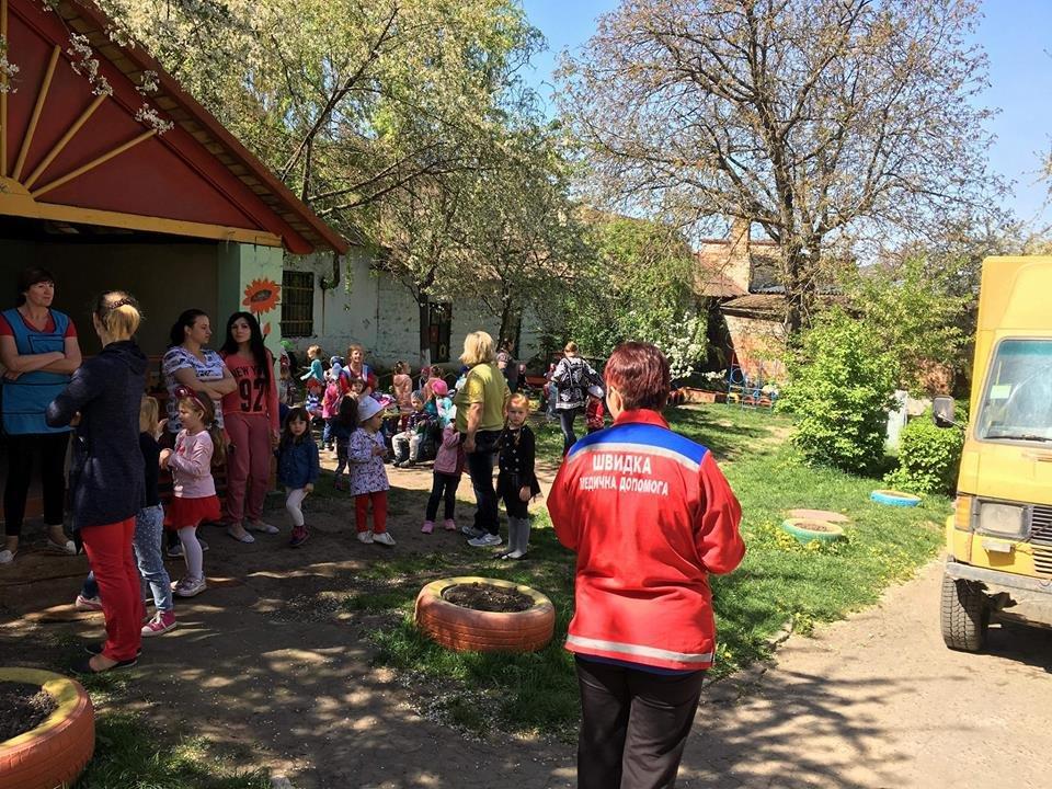 У Чернівцях з дитячого садка евакуювали дітей через підозрілу сумку, фото-1