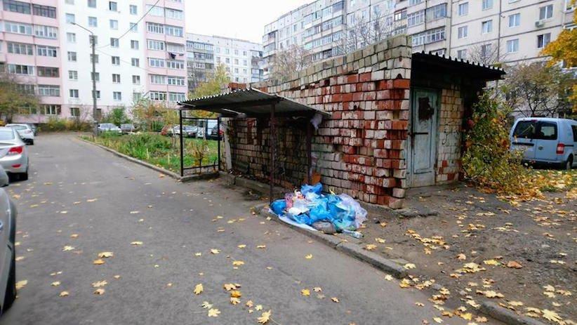 У Чернівцях у одному із спальних районів міста викрали контейнери для сміття, фото-3