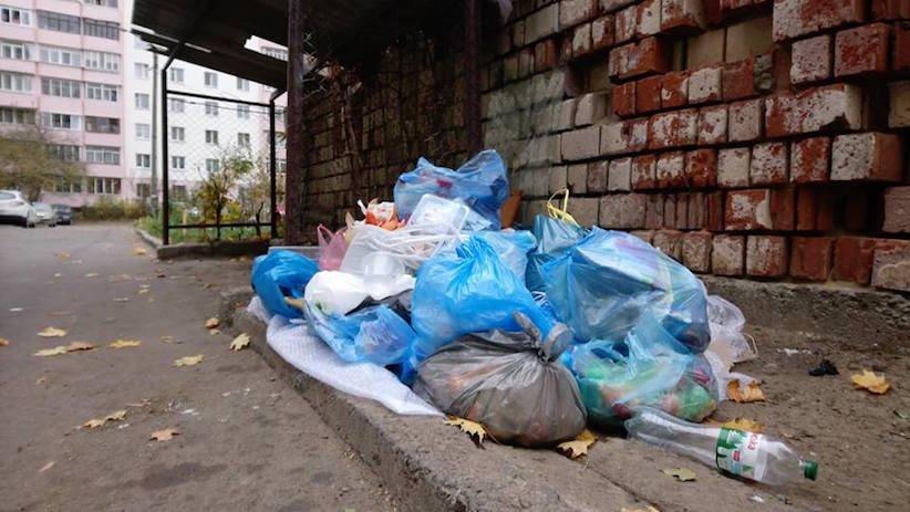 У Чернівцях у одному із спальних районів міста викрали контейнери для сміття, фото-4