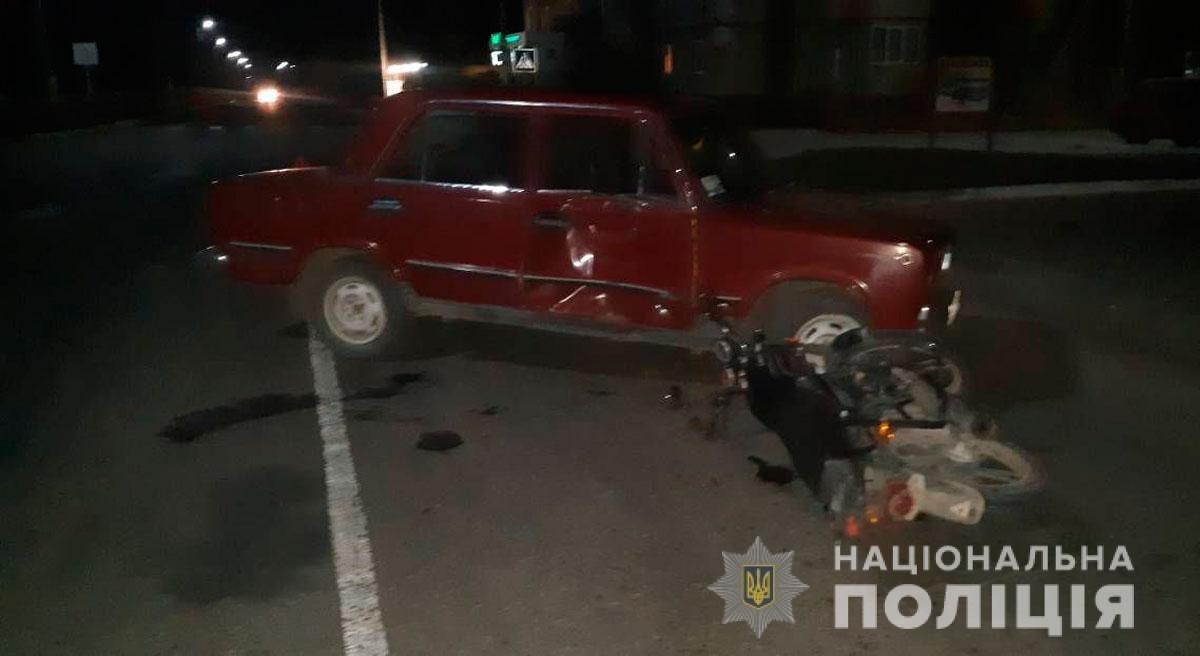 """ДТП на Буковині: """"ВАЗ"""" заднім ходом наїхав на мотоцикл, є травмовані  (фото), фото-2"""