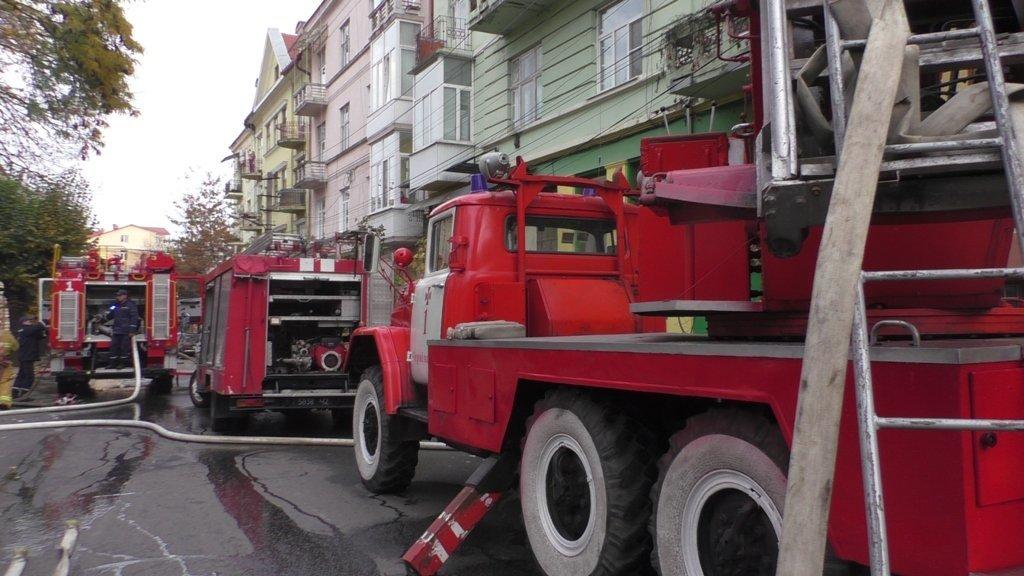 У Чернівцях через піч горіла квартира: чоловік отруївся чадним газом, фото-4