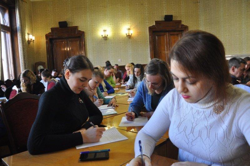 Як у Чернівцях чиновники писали диктант? (фото), фото-5