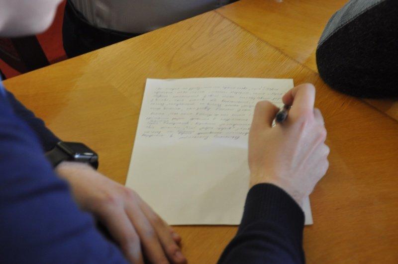 Як у Чернівцях чиновники писали диктант? (фото), фото-1