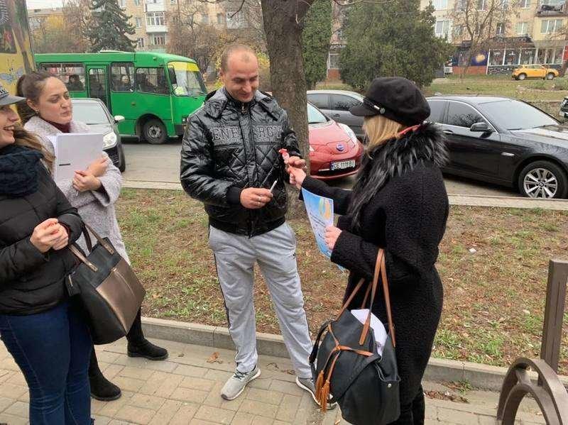 Чернівчанам студенти пропонували обміняти цигарку на цукерку (фото), фото-2
