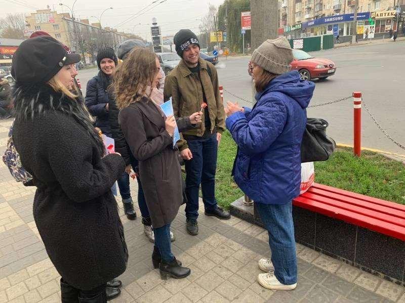 Чернівчанам студенти пропонували обміняти цигарку на цукерку (фото), фото-3