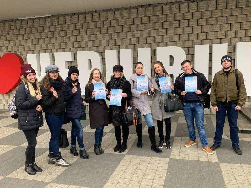 Чернівчанам студенти пропонували обміняти цигарку на цукерку (фото), фото-1