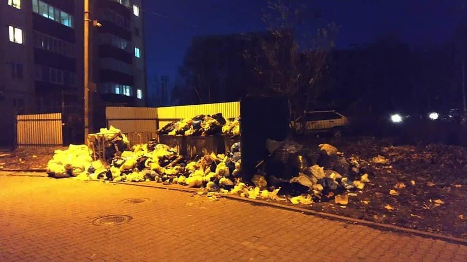 У Чернівцях через комунальників вулиця Головна була завалена сміттям (фото), фото-1