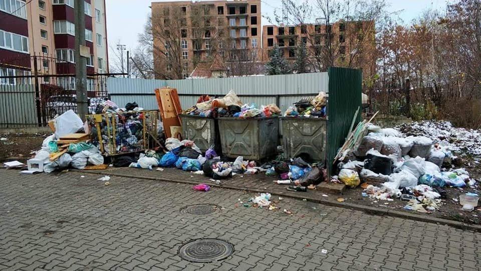 У Чернівцях через комунальників вулиця Головна була завалена сміттям (фото), фото-2