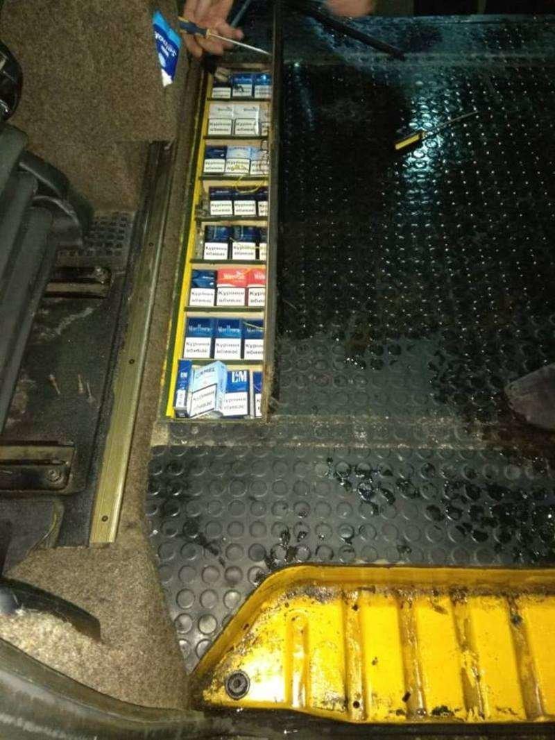 Буковинські прикордонники вилучили мікроавтобус і майже 350 пачок сигарет, фото-3