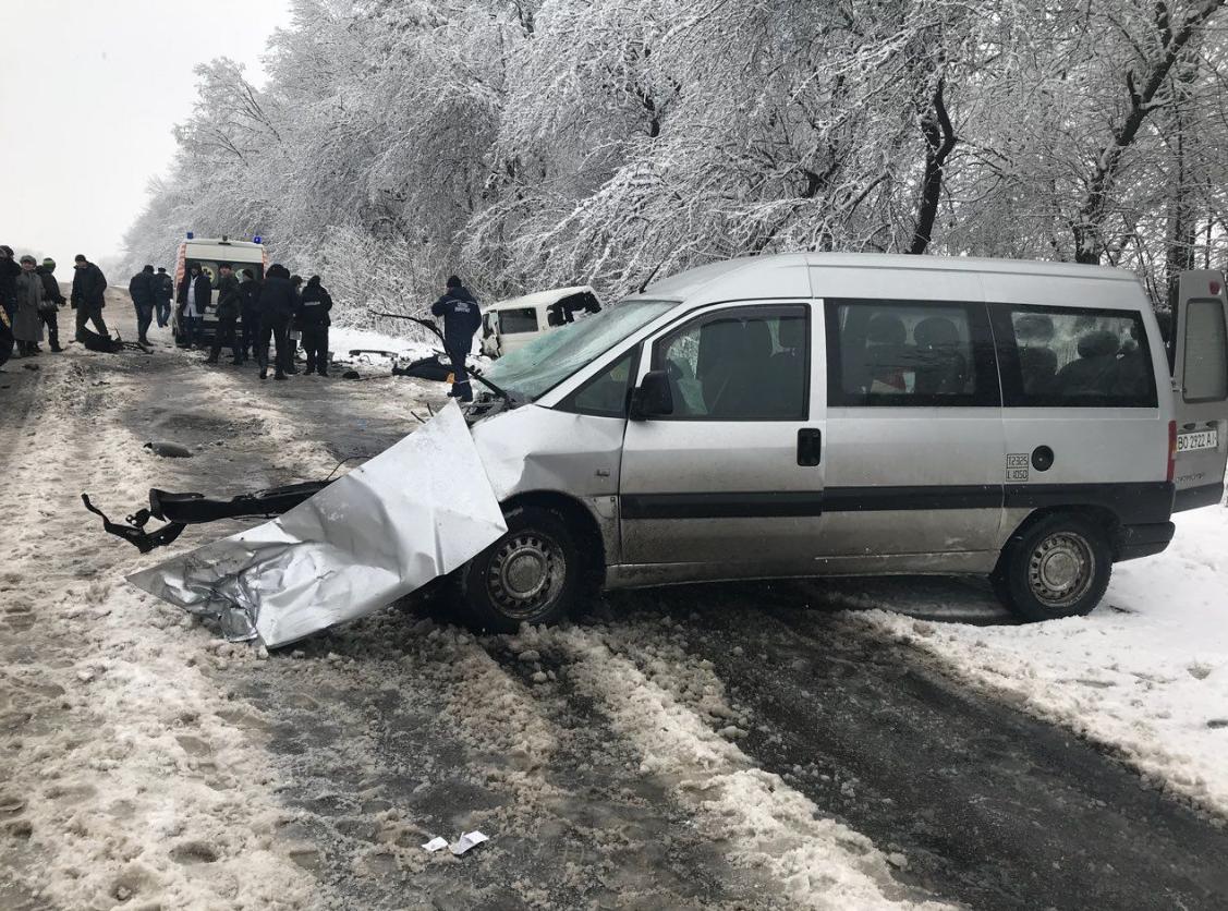 Смертельна ДТП на Буковині: внаслідок зіткнення автомобілів загинуло двоє людей (фото), фото-3