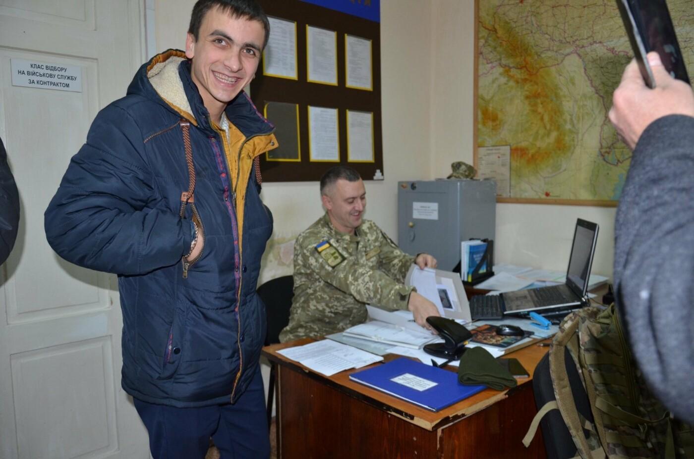 Буковинці почали активно звертаютись до військкомату: на службу відправили ще 6 кандидатів, фото-1