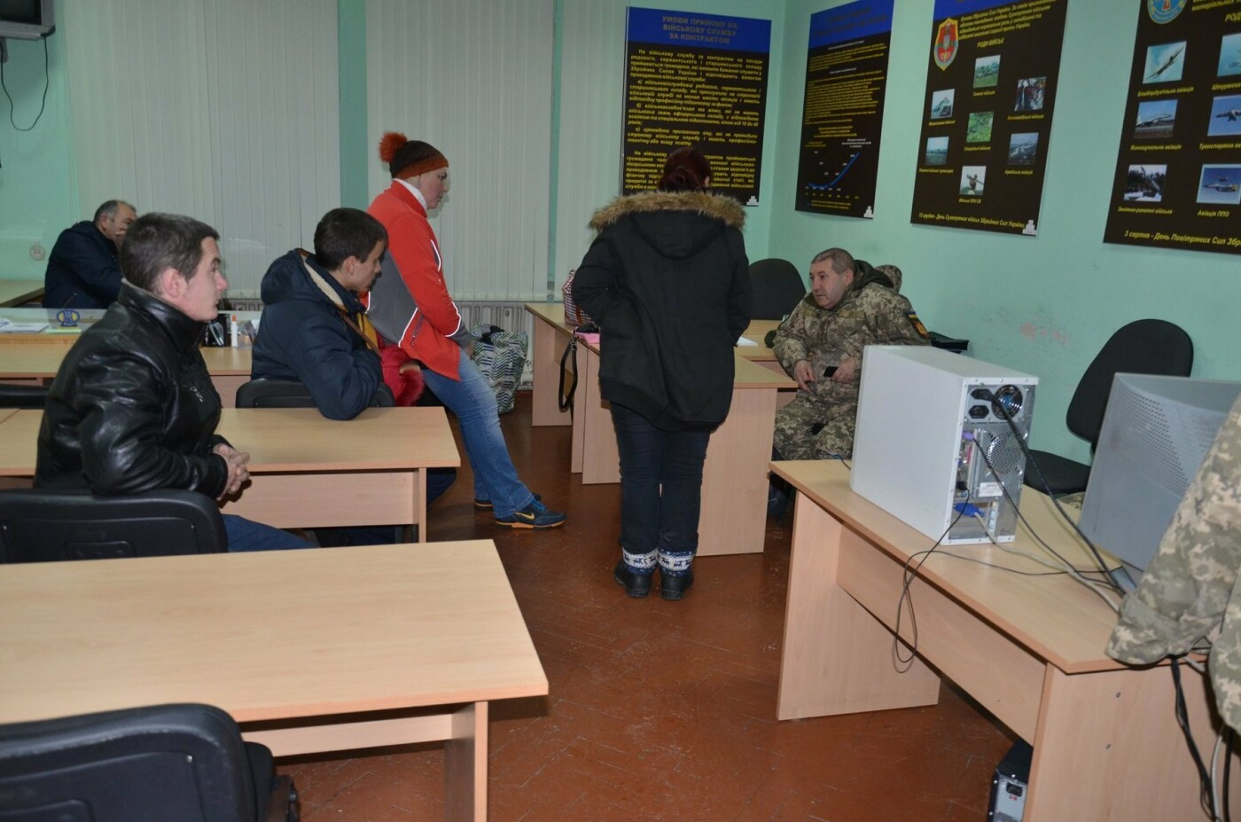 Буковинці почали активно звертаютись до військкомату: на службу відправили ще 6 кандидатів, фото-3